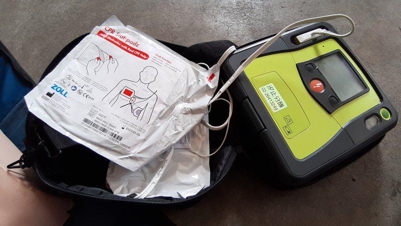 圖為新北市消防局現役救護車上使用的AED。記者何祥裕/攝影