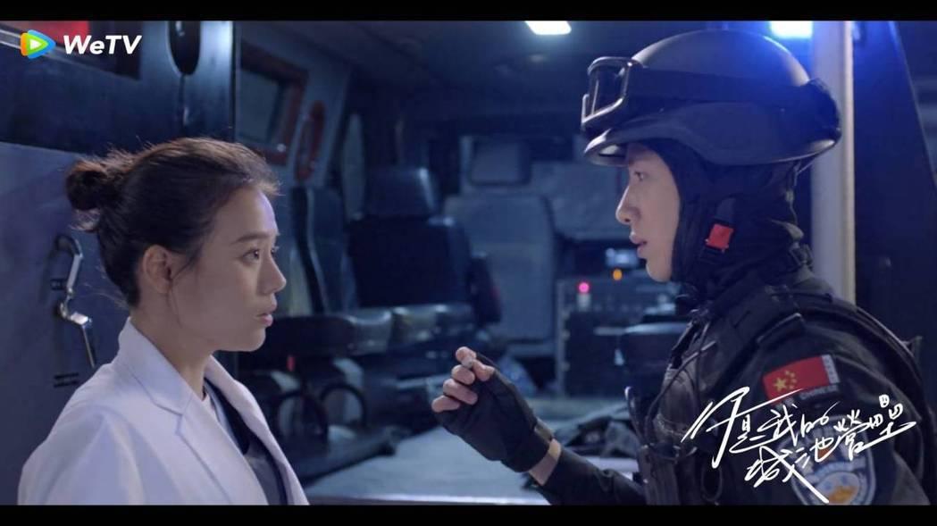 白敬亭(右)、馬思純合作「你是我的城池營壘」,戲外常鬥嘴。圖/WeTV海外站
