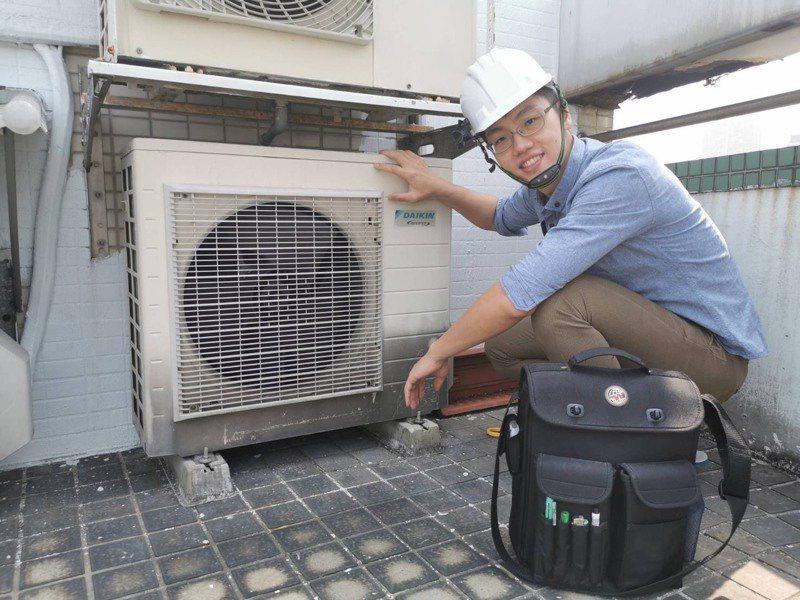 張沛文不僅取得冷凍空調界最難拿到的甲級技術士與高考技師資格,還自行創業成立空調技師事務所。記者朱冠諭/攝影