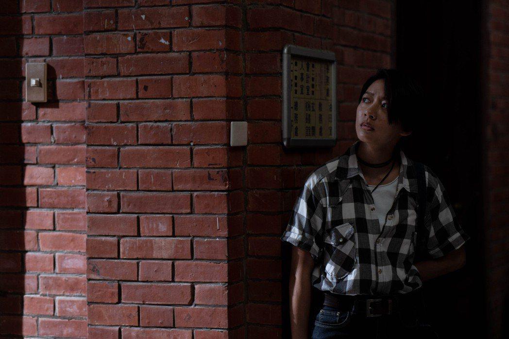 陳妤在「弓蕉園的秘密」中挑戰詮釋女同志角色。圖/公視提供