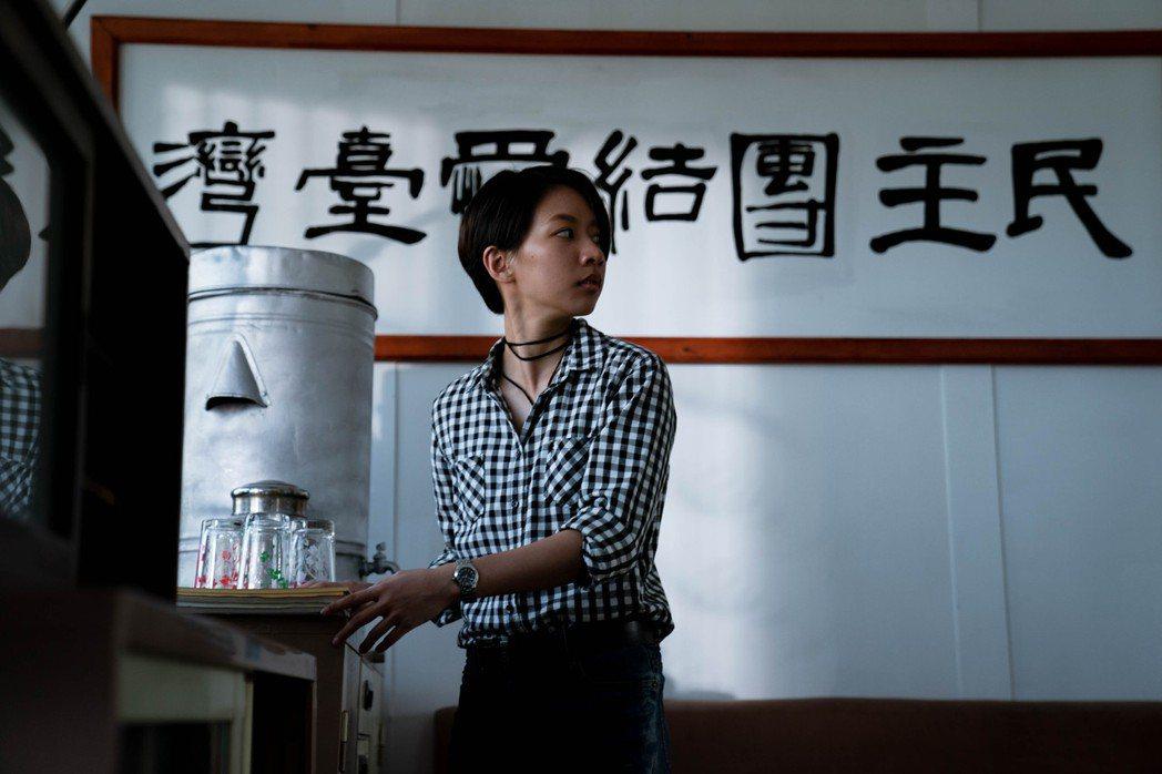 陳妤在「弓蕉園的秘密」中剪短髮詮釋女同志。圖/公視提供