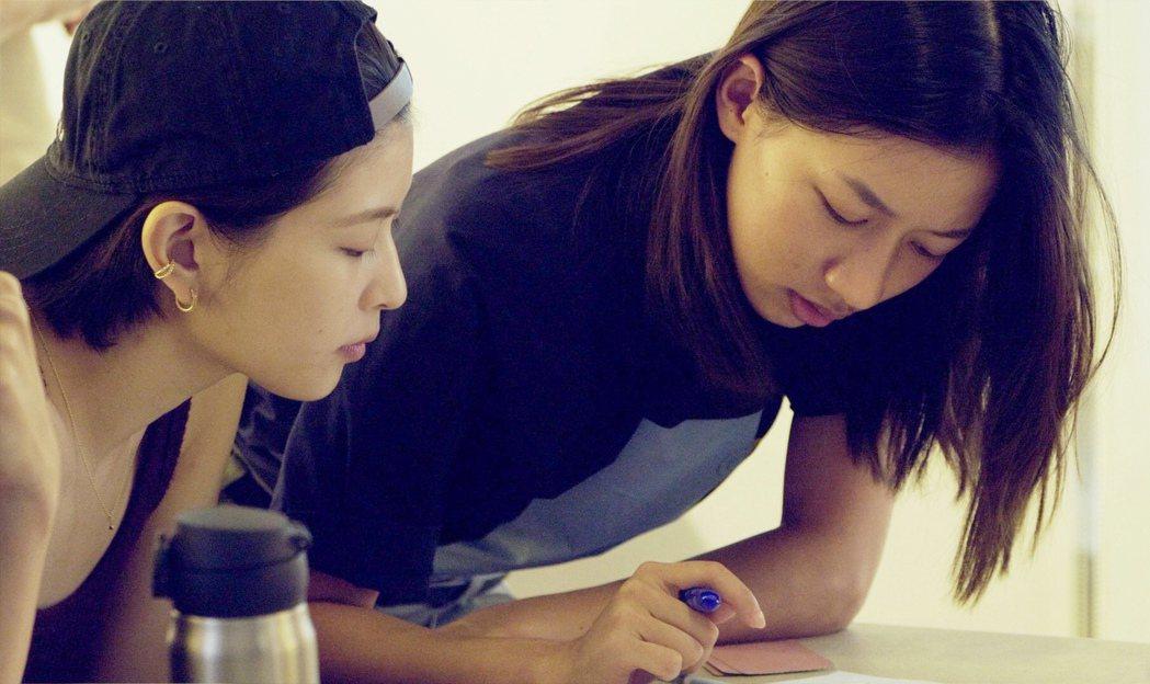 江宜蓉(左)、陳妤參與「植劇場2」籌備計畫之一的課程訓練。圖/拙八郎提供