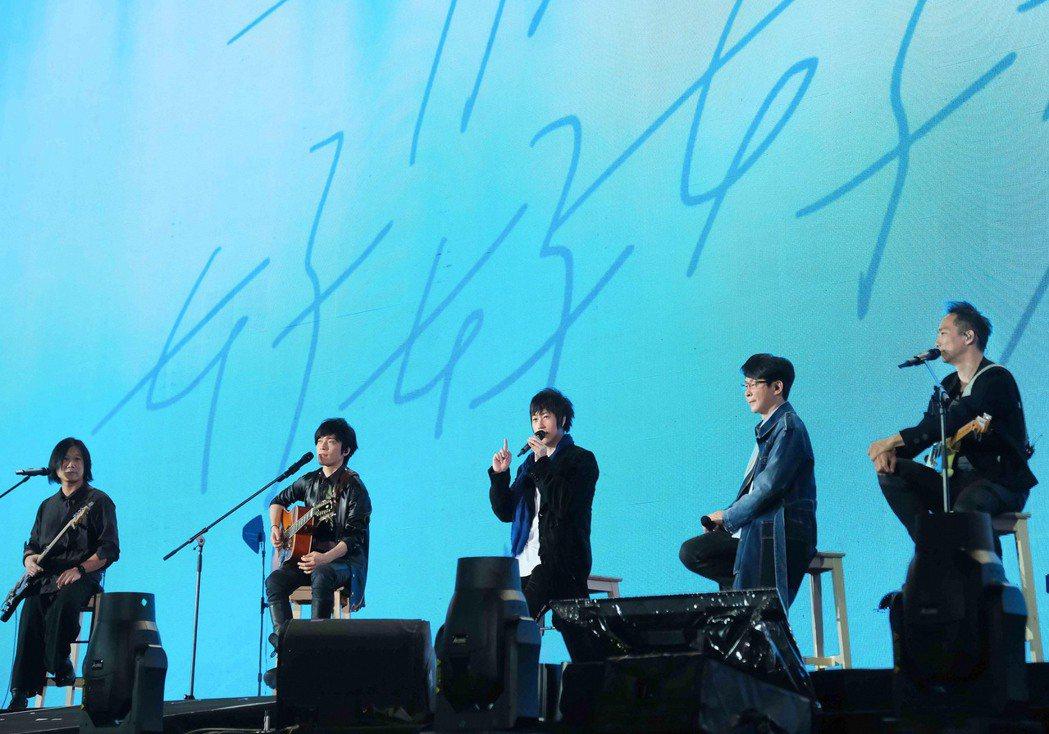 五月天今辦台南最終場的「好好好想見到你」巡演。圖/相信音樂提供