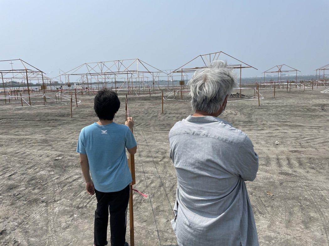 魏德聖(左)將以網路直播節目的型態,讓觀眾一路見證「臺灣三部曲」的拍攝。圖/米倉...