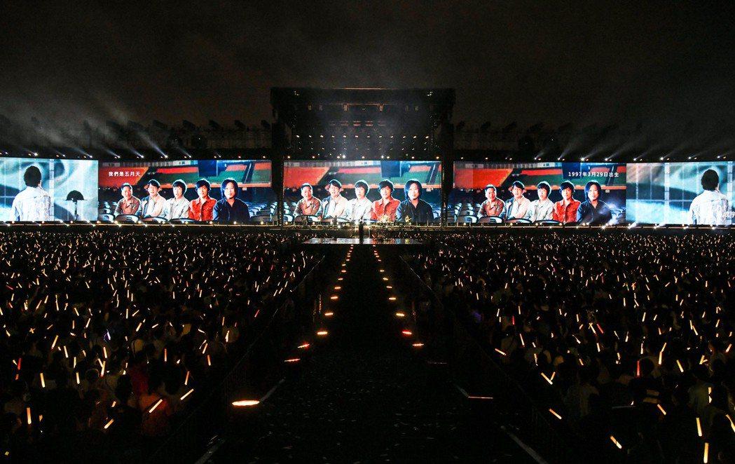 五月天「好好好想見到你」演唱會台南最終場氣氛開心又感傷。圖/相信音樂提供