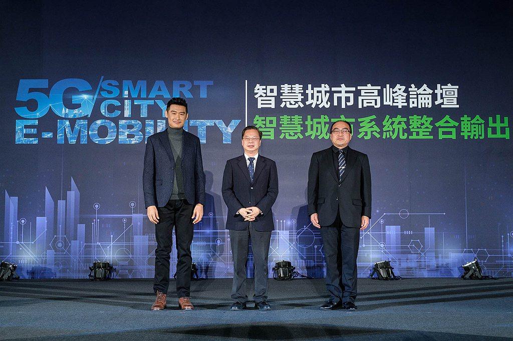國家發展委員會主任委員龔明鑫、經濟部工業局局長呂正華同台支持《5G & E-mo...