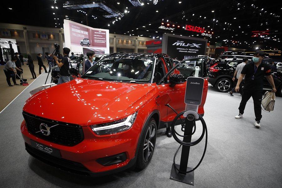 有鑑於歐洲日益嚴格的碳排放目標,越來越多的車廠決定加入電動車行列。 圖/歐新社