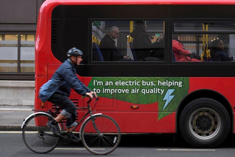 隨著福斯展開電池投資,以及歐洲仍然強勁的電動車需求,電池產量將大增,有望於2025年前超過美國。 圖/路透社