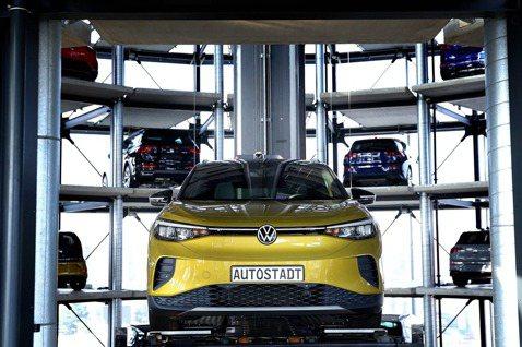 新世紀「電池大戰」:電動車戰國時代來臨,特斯拉還能稱霸嗎?
