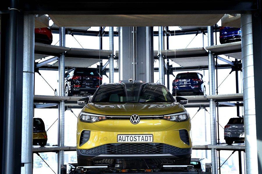 LG、福斯以及其他車廠的發展策略,代表著美歐正努力追趕由中國主導全球電池競賽的劣勢。 圖/法新社