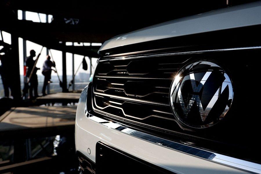 福斯汽車近日宣布,將與合作夥伴陸續在歐洲建立六座電池工廠。 圖/法新社