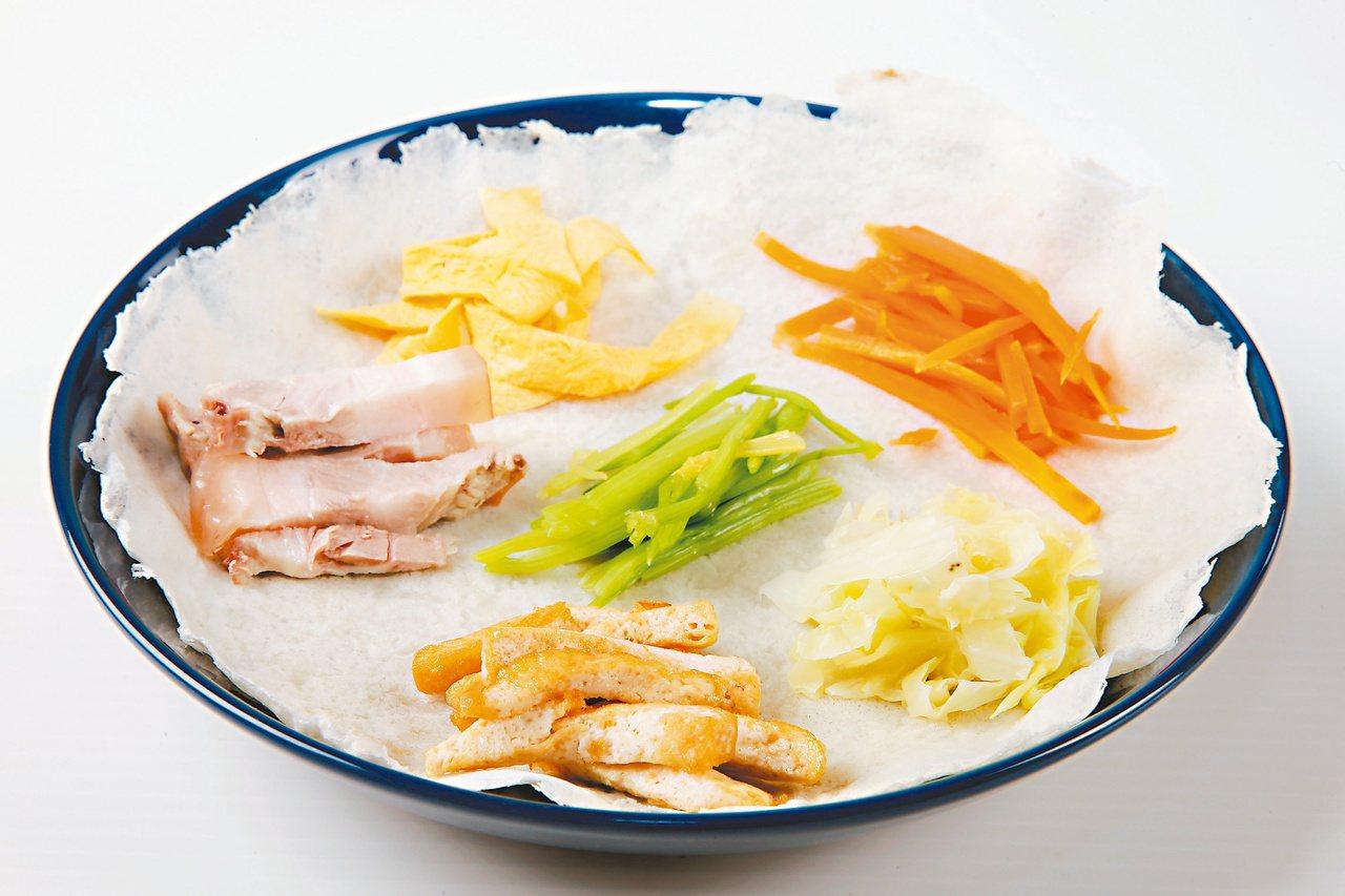 潤餅常見的食材有蛋皮、豆芽菜、紅蘿蔔絲、高麗菜絲、香菜、豆干、花生粉,也會因大家...