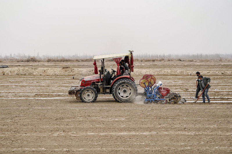 新疆人權議題引發的國際爭執仍在持續,中國堅持在新疆施行的治理模式,並宣布將播出第4部反恐紀錄片。 圖/新華社