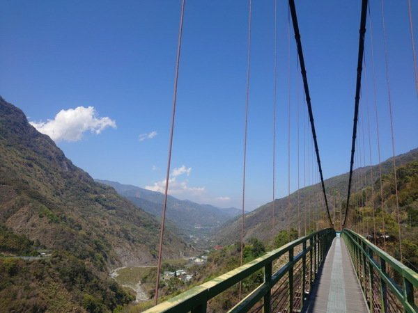 吊橋上的風景