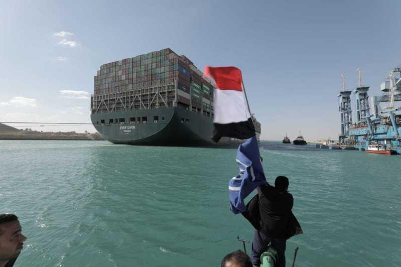 長賜號順利脫困,蘇伊士運河恢復航運。(美聯社)