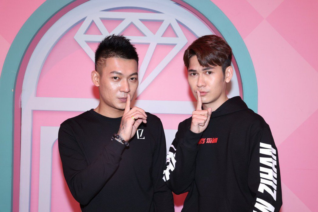 吳泓逸因為新聞事件爆紅,和弟弟艾倫一起到台北來上「女人我最大」。本報資料照片