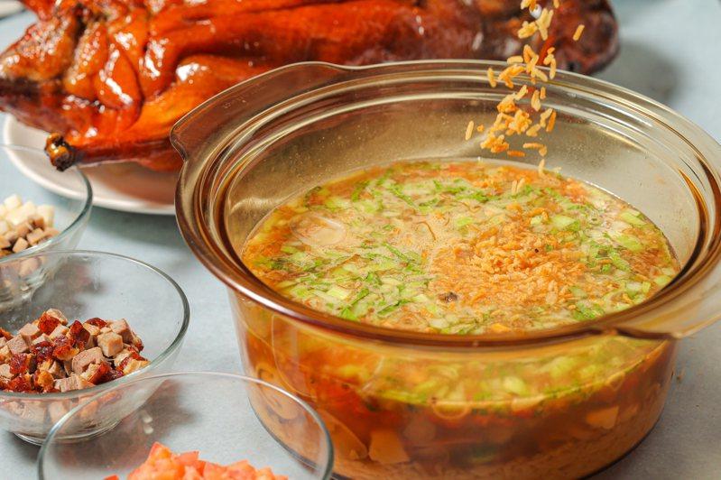 晶華軒「一鴨三吃」之火鴨泡飯。圖/台北晶華提供