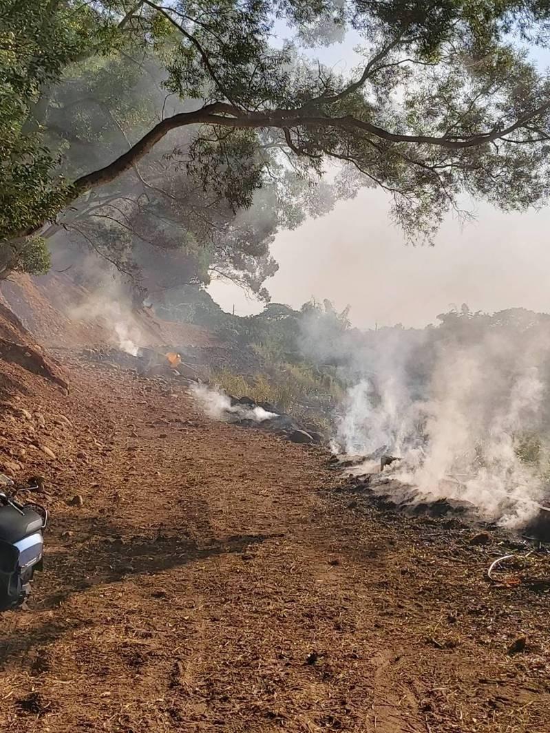 因氣候乾旱已長期沒有下雨,南投縣消防局統計縣內各地雜草墓地火災已達270件。圖/南投林管處提供
