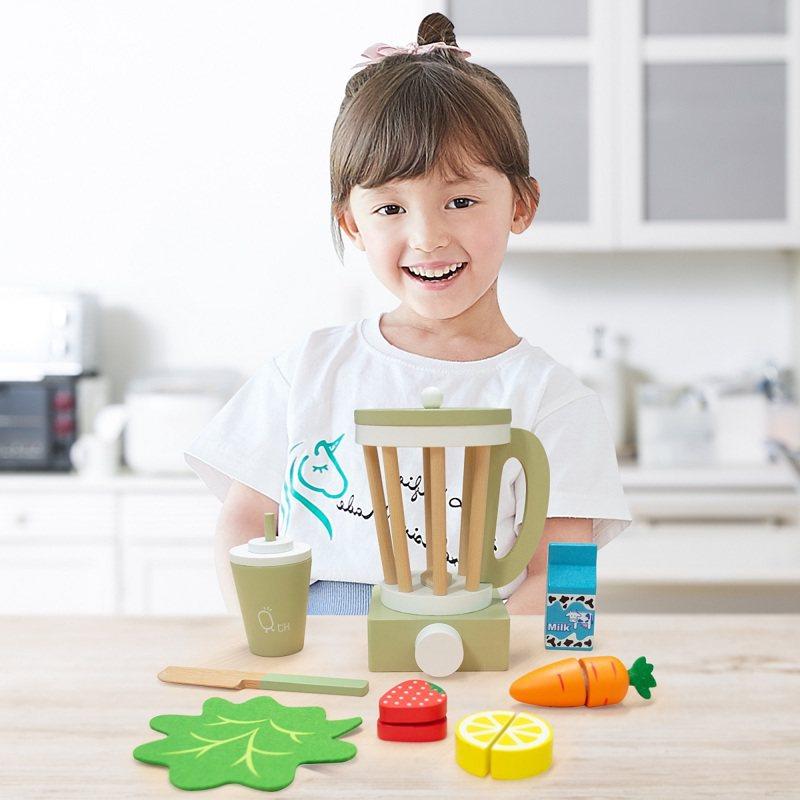 TEAMSON Kids木製果汁機11件組顏色豐富,可隨意搭配遊玩。500福利點+499元,限量800組。圖/全聯福利中心提供