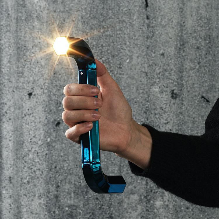 日本3D設計團隊Gelchop,設計六角扳手造型的檯燈和手電筒。圖/IKEA提供