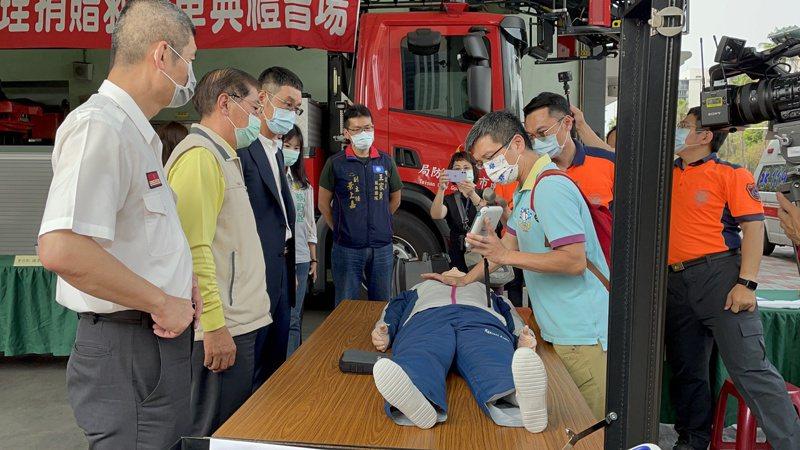 這組高品質CPR監測訓練套組約26萬元,提供救護人員訓練使用,確保CPR等操作正確與否。記者邵心杰/攝影