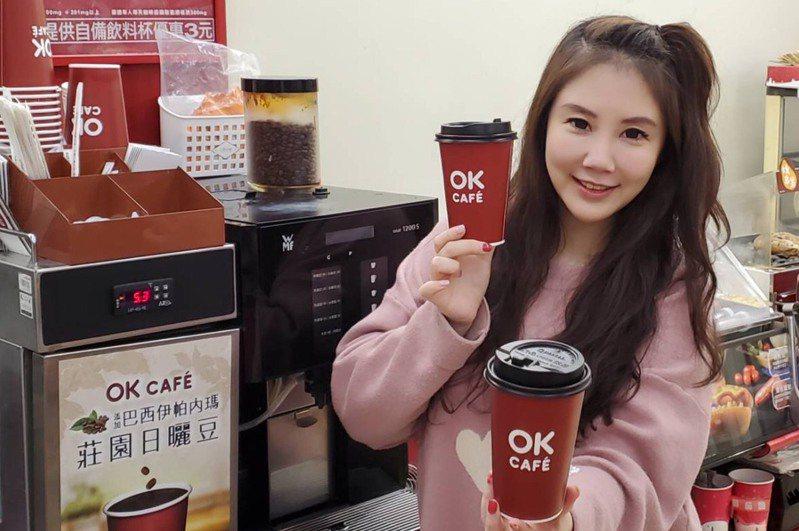 OKmart將於4月2日至4月5日連假期間祭出會員專屬優惠活動,大杯莊園美式咖啡同品項可享買2送2。圖/OKmart提供
