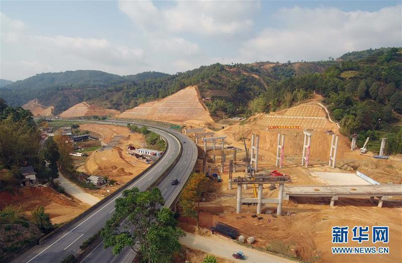 大陸多個基建項目開工,工程對水泥的需求量增加,帶動水泥價格上漲。(新華社)