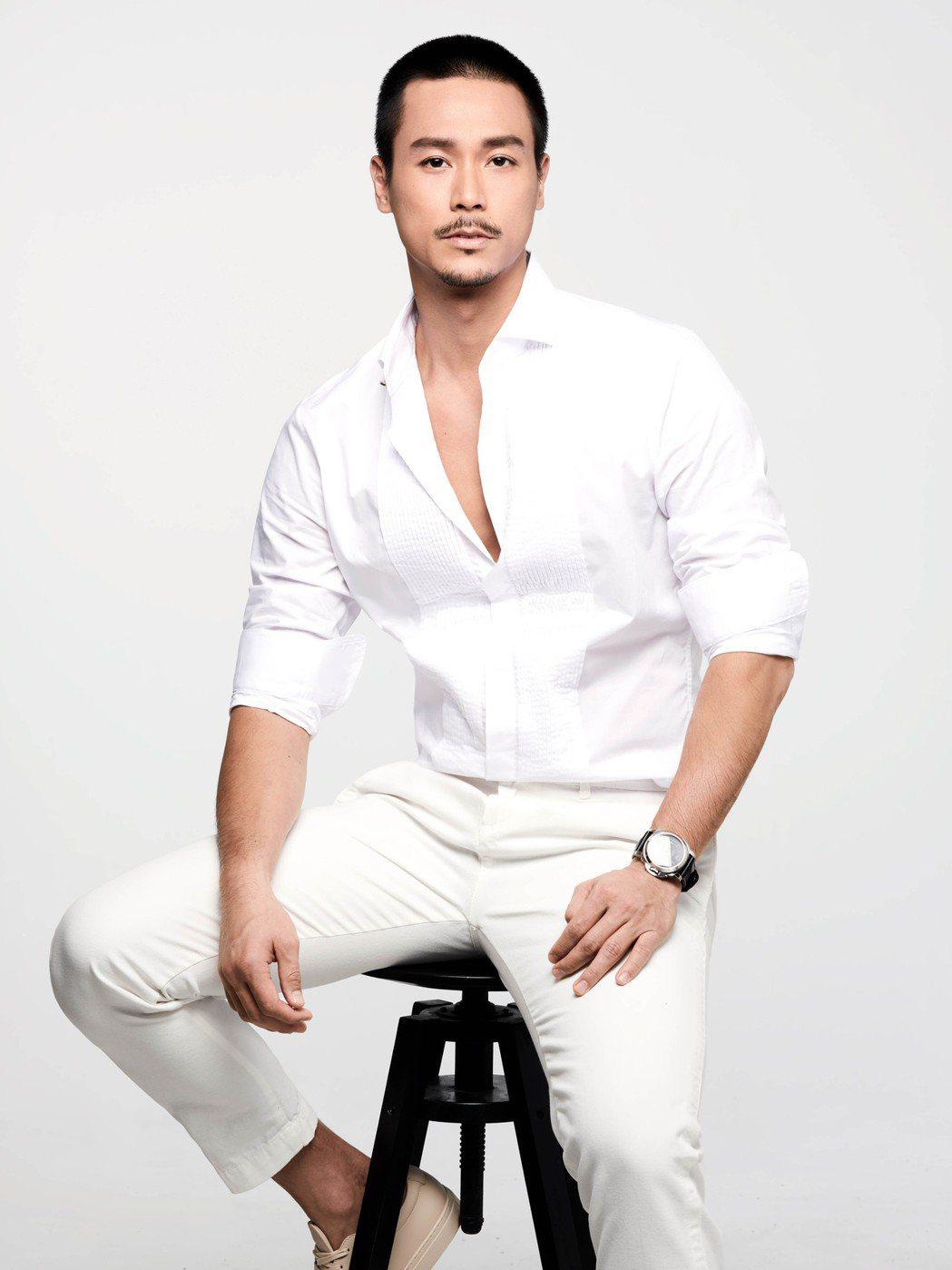 今年35歲的新加坡藝人陳邦鋆宣布簽入伊林,將來台發展演藝事業。圖/伊林娛樂提供