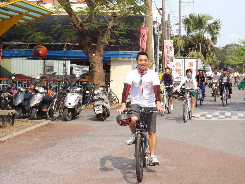 台南市佳里區子龍國小郭偉智教學用心有創意,勇於挑戰不同的課程,具本土性又有國際觀。圖/台南市教師會提供