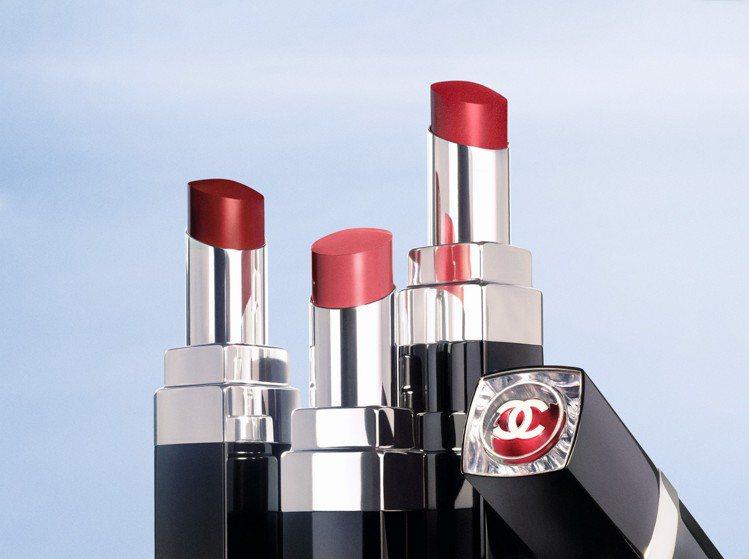 香奈兒全新COCO星綻唇膏,共有20色,保濕又能持色。圖/香奈兒提供