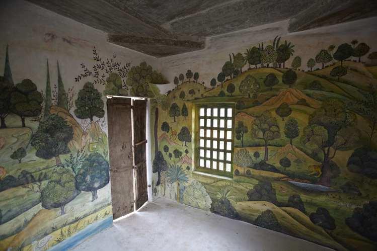 小綠屋牆面畫滿植物和動物,彷彿置身迷你叢林。圖/寬庭美學提供