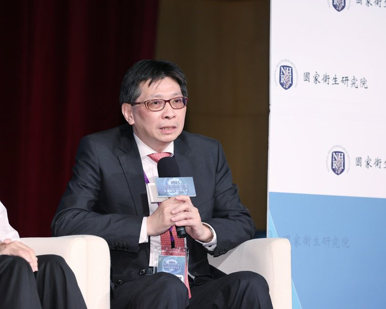 台北慈濟醫院研究部臨床試驗中心主任黃俊耀表示,以晚期EGFR基因突變的肺腺癌病患...