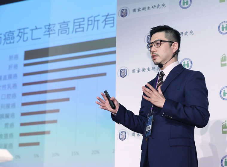 新光醫院胸腔內科主治醫師兼一般醫學科主任徐培菘表示,被稱為局部晚期的三期肺癌,因...