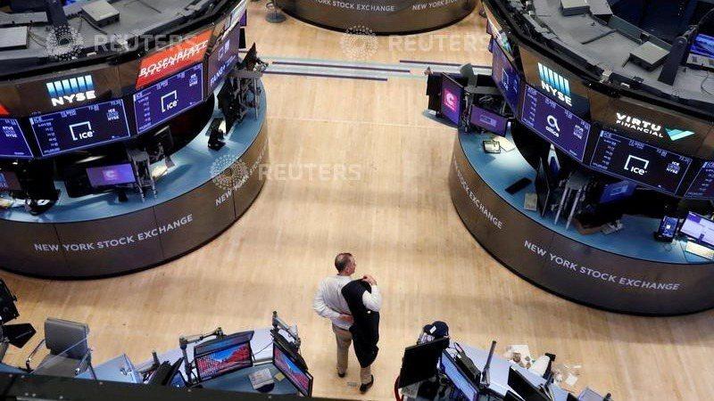 美股三大指數30日早盤開低走低,原因是公債殖利率躍升令科技類股承壓。路透
