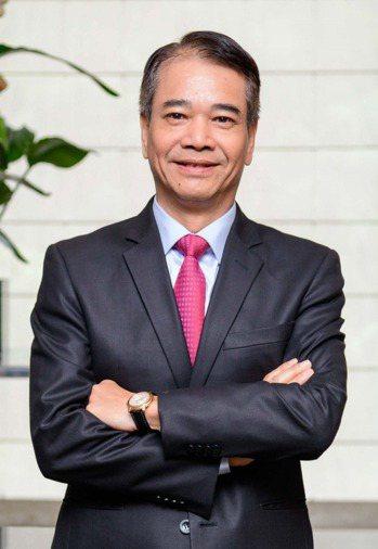 富邦投顧董事長蕭乾祥表示,專案研究講究創新,要看到未來產業趨勢發展,再搭配專業判...