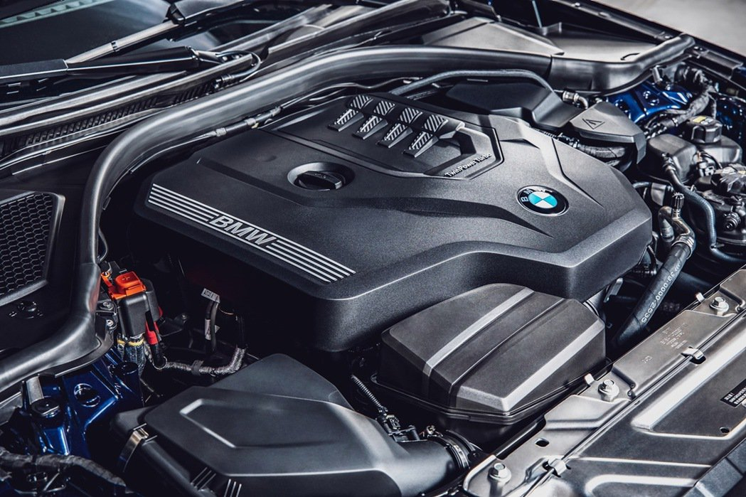 BMW TwinPower Turbo直列四缸汽油引擎可輸出258匹最大馬力與4...