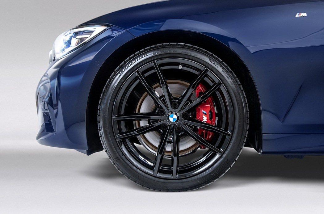 19吋M款專屬雙輻式791 M型黑色輪圈與紅色M款煞車套件完美詮釋BMW純正運動...
