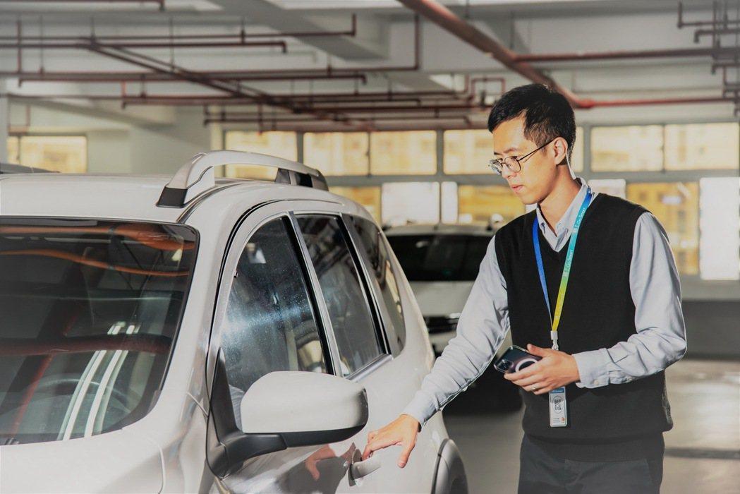 格上車共享全面換裝新一代閃電解鎖車機。 圖/格上租車提供