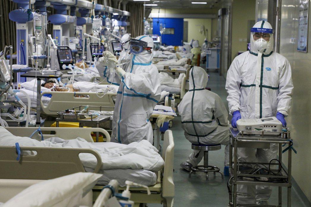 圖為武漢在2020年2月爆發疫情的醫院情況。 圖/美聯社
