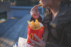 麥當勞薯條很快就變得濕軟難吃?前員工透露「永保酥脆」秘技