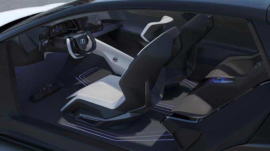 """駕駛艙則是以日本""""Tazuna"""" (韁繩)設計理念。 圖/Lexus提供"""