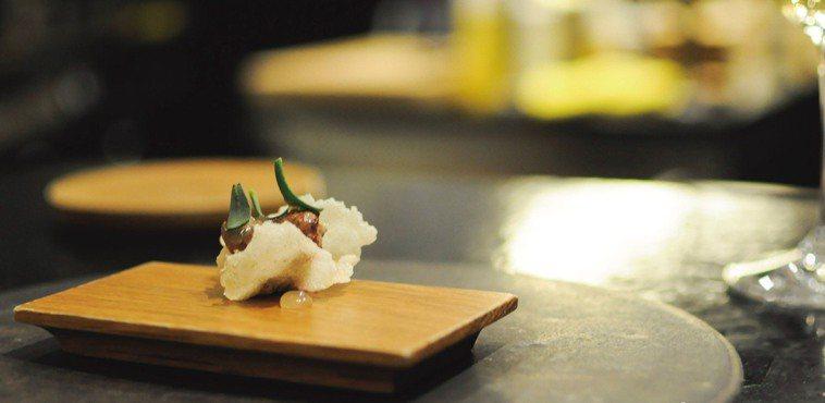 位於高雄的樂穀法式餐廳,利用康普茶發酵的醬汁佐土雞心。 圖片提供/食力
