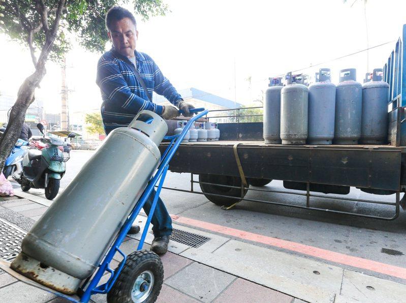 天然氣調漲,桶裝瓦斯則持平不調整。聯合報系資料照