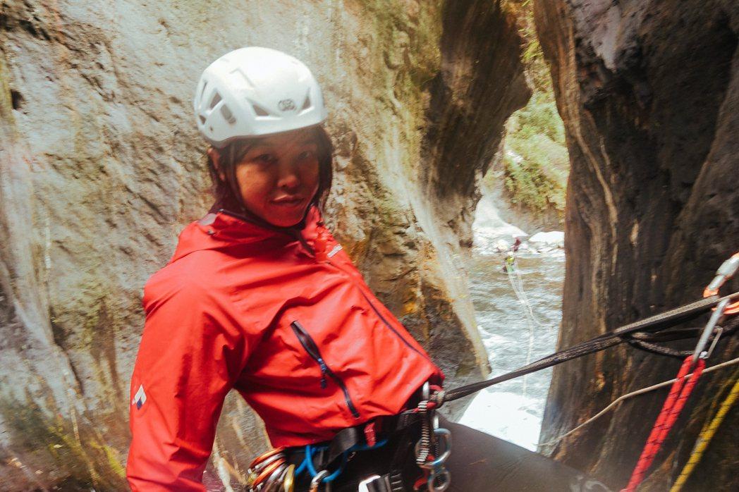 李佳珊接觸溪谷活動已有二十多年,是台灣國際級的溪谷好手。 圖/李佳珊提供