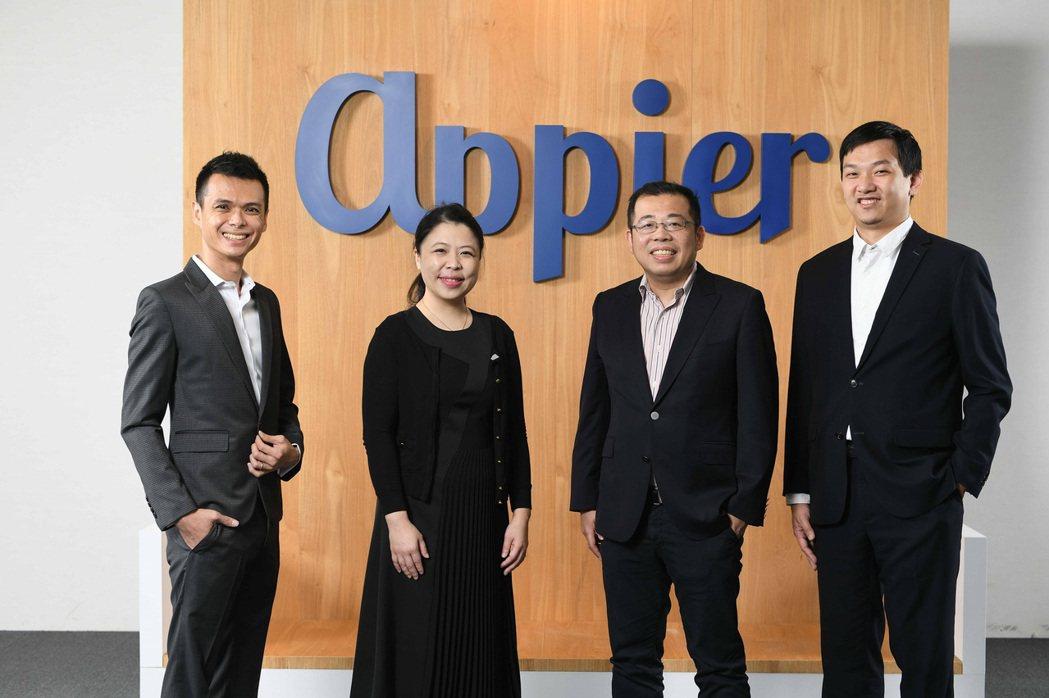 Appier 創辦團隊合影,左起依序為資深軟體工程師陳映睿、營運長暨共同創辦人李...