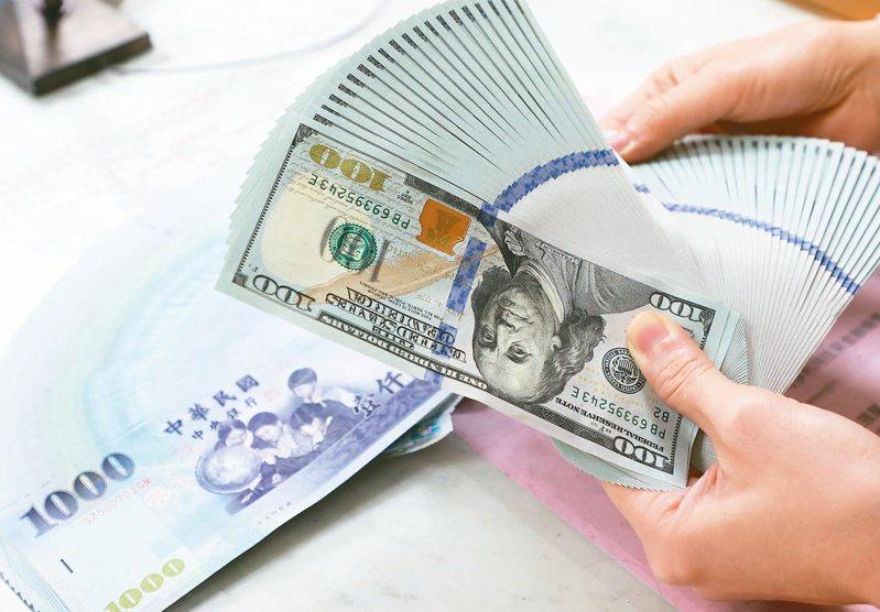 新台幣匯率累計貶值2.25角,單月貶幅達0.79%;累計今年第1季,新台幣匯率貶值0.08%。 報系資料照/記者潘俊宏攝影