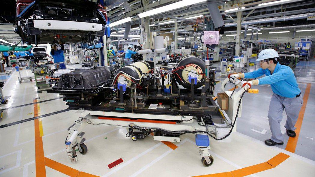豐田等車廠開始為瑞薩電子晶片供應中斷的長期影響做準備。(路透)