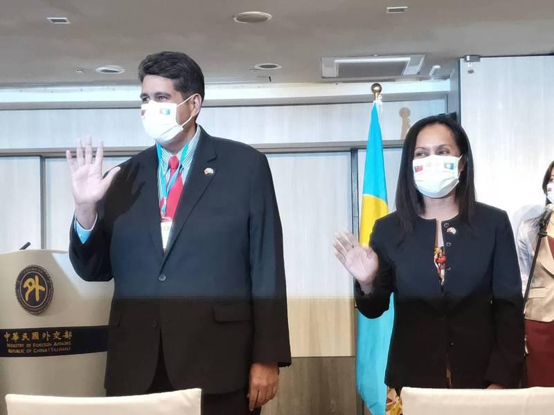 帛琉總統惠恕仁(左)及夫人惠薇芮。記者徐偉真/攝影
