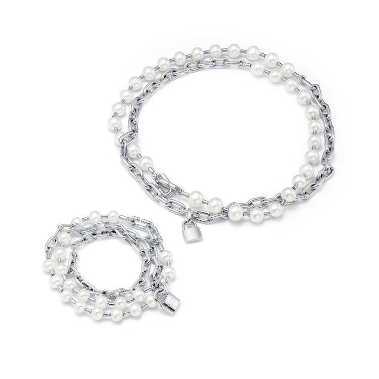 (由上至下)Tiffany HardWear純銀鎖扣多圈珍珠項鍊,95,000元...