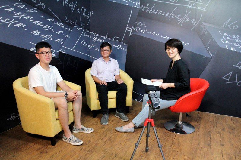 由陽明交通大學出版社企製的「NYCU PRESS說書中」Podcast最新單元「大學學什麼?」,第一集邀請到資工系教授陳永昇(中)與就讀大三、學聯會會長劉子齊(左)談「資工系學什麼?」。